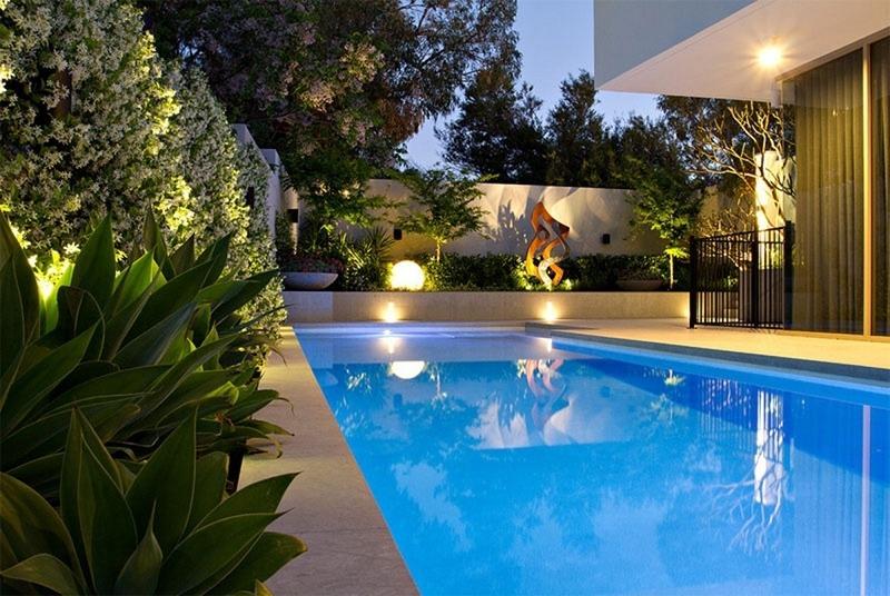 Bể bơi được sử dụng thế nào trong sân vườn