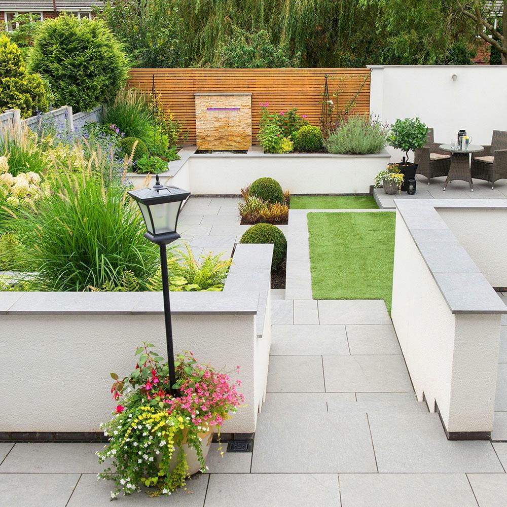 Trang trí sân vườn nhỏ xinh của bạn với 7 mẫu sân vườn U.K